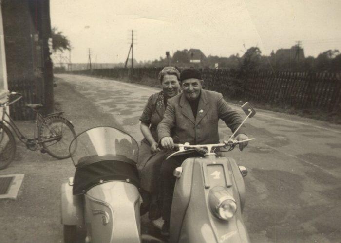 Kaldyk mit Frau 1958 auf Motorroller
