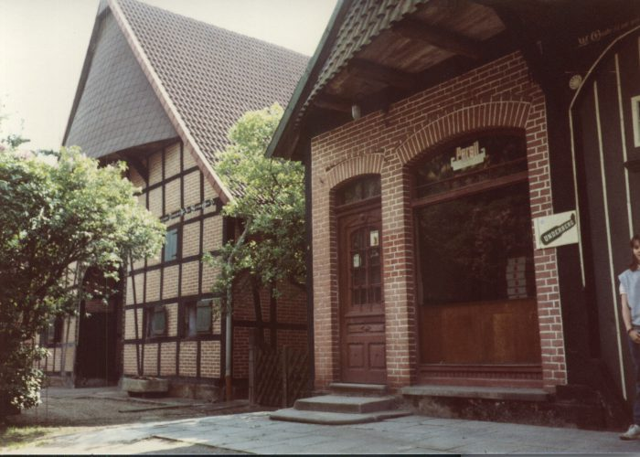Mai 1983 Klöppers Hof und Laden Otten Sphie